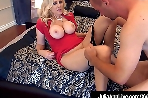 World Brawny Milf Julia Ann Fucked By 2 Undesigned Cocks!