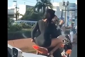 Dominicana borracha en a&ntilde_o nuevo 2019