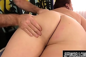 Mature BBW Lady Lynn Acquires Her Pulchritudinous Circle Worshipped by Old Masseur