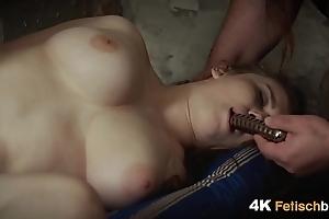 Folter eines jungen Teenie M&auml_dchens