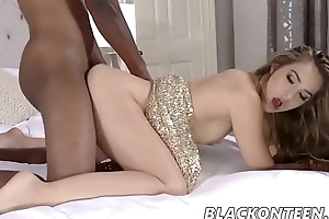 Sofie Reyez In Banging In The New Year