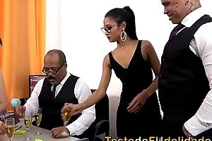 Suruba na festa de ano novo da firma ( Lara Andrade e Niara Pessanha )