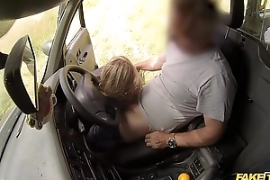 Fake Taxi-cub Horny couple rent hammer away hansom cab for sex