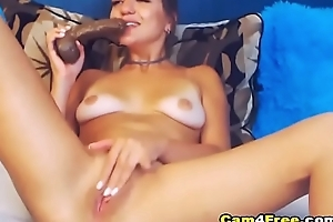Pretty American Hottie Teased Her Viewers By Masturbating on Vpornlive.com