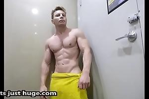 Bay Precinct Flex in nervous towel Zak Rogerz Muscle video