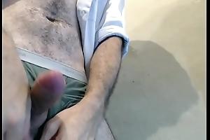 Punhetando meu pau de cueca