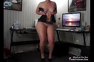Big Spoils Dance buldge Webcam Amateur