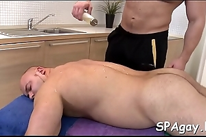 X hunk gets a deep arse drilling from gay masseur