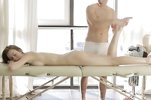 Dude does erotic massage just about cute milf