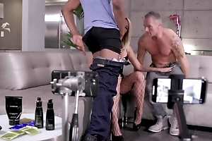 Blonde hoe invites over two fortuitous studs to get fucked