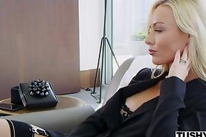 Plumpness porn hottie Kayden Kross watches her husband fucking selection girl