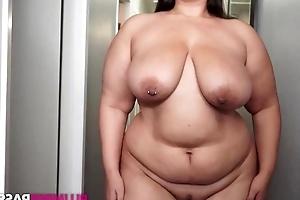 Heavy brunette masturbates like there's no tomorrow