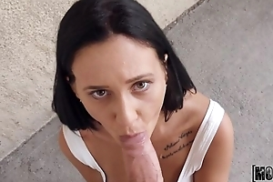 Layman Spanish chick gives blowjob for some ripping