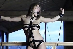 Youthful tart plays round her dripping wet pussy vulnerable web camera