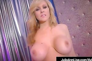 World Category Rapine Milf Julia Ann Rubs The brush Perfect Pussy!